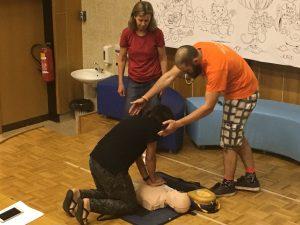 Tečaj temeljnih postopkov oživljanja z uporabo defibrilatorja